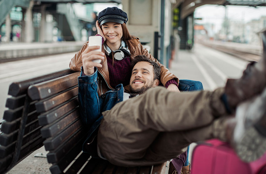 How to Stay in Touch While Travelling the World